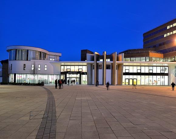 Huddersfiled Üniversitesi